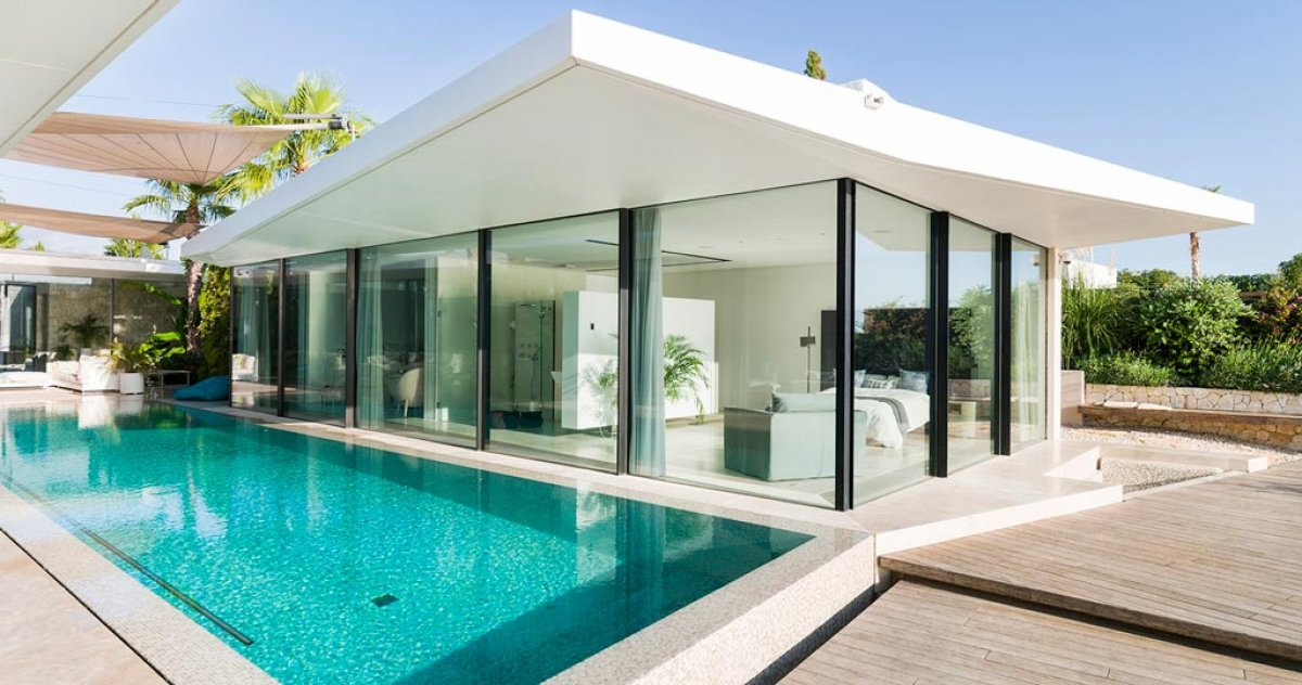 Dematerialised architecture through Krion® in a house in Majorca