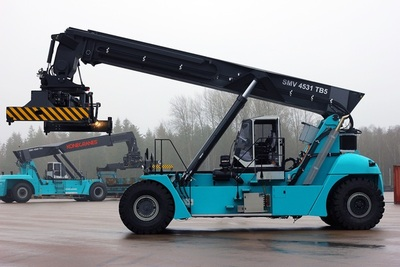Konecranes offers a variety of versatile forklifts for harbors