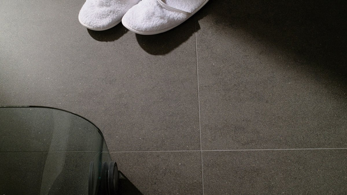 Resistant and pristine finishes with the technical porcelain by Urbatek