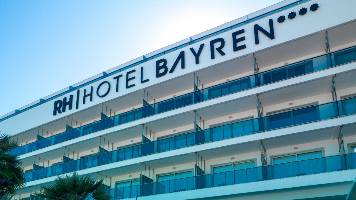 The RH Bayren & Spa Hotel in Gandía uses KRION™ for its ventilated façade